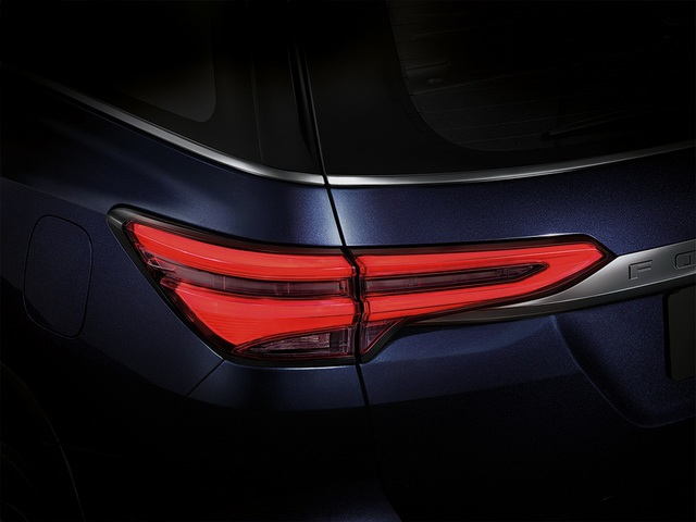 Toyota Fortuner phiên bản nâng cấp 2021 có gì mới? - 2