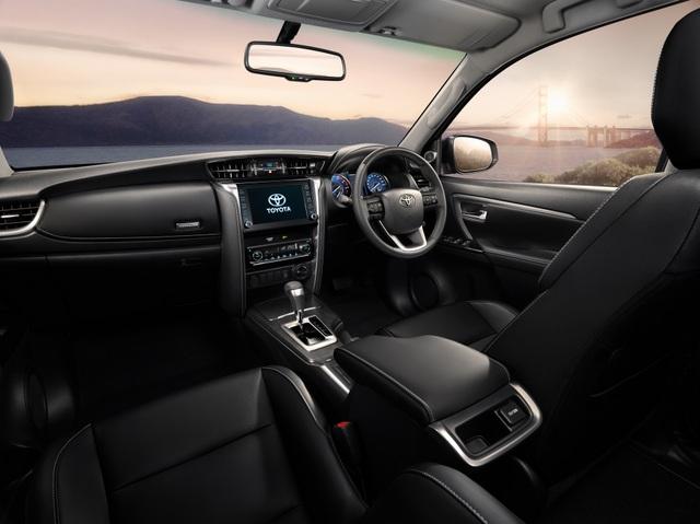 Toyota Fortuner phiên bản nâng cấp 2021 có gì mới? - 12