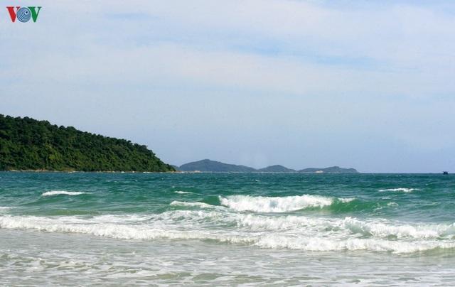 Biển Cô Tô - điểm đến hấp dẫn ẩn mình ở vùng Đông Bắc Tổ quốc - 1