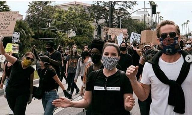 Sao tiếp tục biểu tình vì người da màu - 8