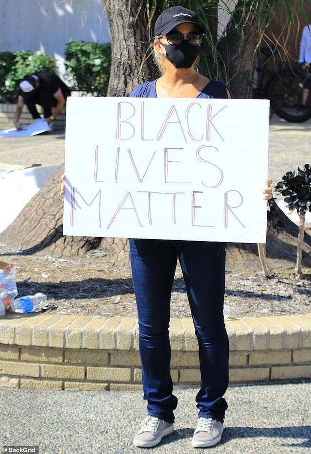 Sao tiếp tục biểu tình vì người da màu - 5