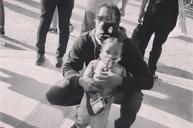 Cảnh sát Mỹ hứng chỉ trích vì chĩa súng vào bé trai biểu tình - 2