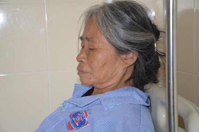 Mặc kệ cái chết, người mẹ nghèo chỉ lo con gái ngớ ngẩn đang mắc ung thư - 7