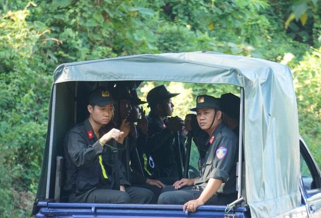Huy động lực lượng vào rừng sâu vây bắt đối tượng trốn trại nguy hiểm - 5