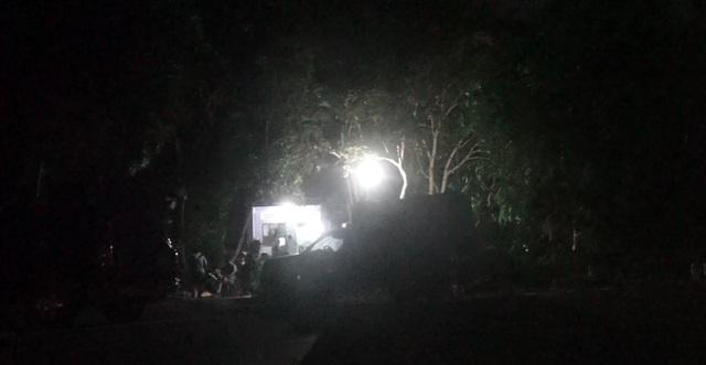 Huy động lực lượng vào rừng sâu vây bắt đối tượng trốn trại nguy hiểm - 4