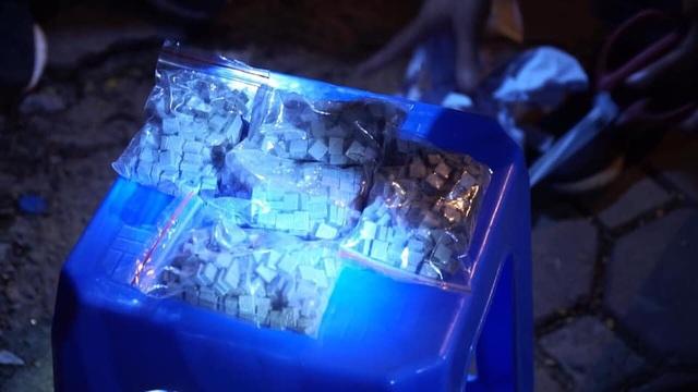 Tổ công tác 140 bắt giữ nữ quái trốn nã đi buôn thuốc lắc - 2
