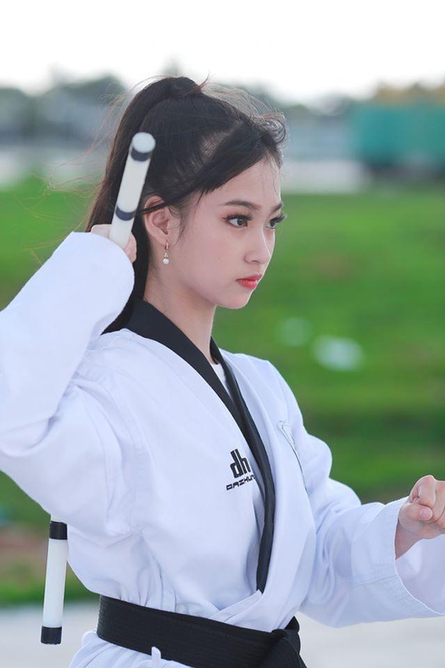 Nữ sinh 17 tuổi đam mê võ thuật, sở hữu thần thái như ngọc nữ - 4