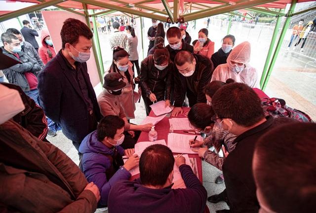 Sinh viên Vũ Hán tốt nghiệp chật vật tìm việc làm trong mùa dịch Covid-19 - 1