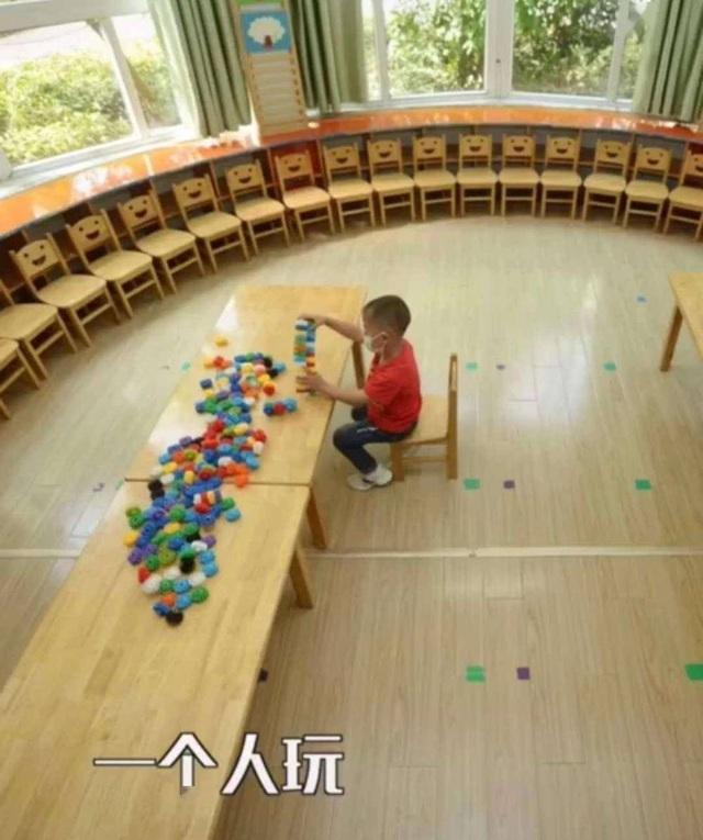 Trung Quốc: Trường mầm non mở cửa sau Covid-19, chỉ có 1 học sinh tới lớp - 1
