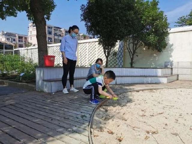 Trung Quốc: Trường mầm non mở cửa sau Covid-19, chỉ có 1 học sinh tới lớp - 4
