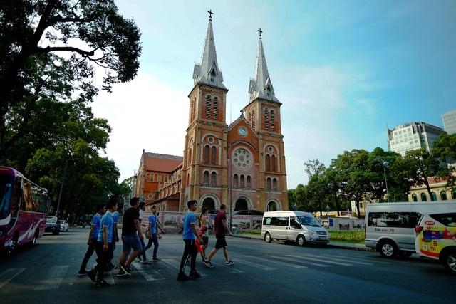Nhà thờ Đức Bà Sài Gòn lọt top 19 thánh đường đẹp nhất thế giới - 2