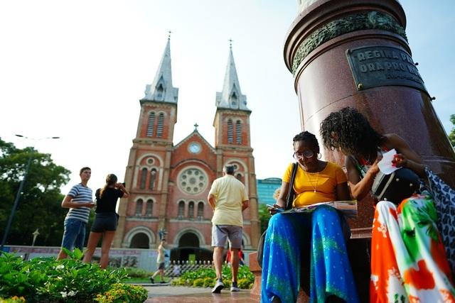 Nhà thờ Đức Bà Sài Gòn lọt top 19 thánh đường đẹp nhất thế giới - 4