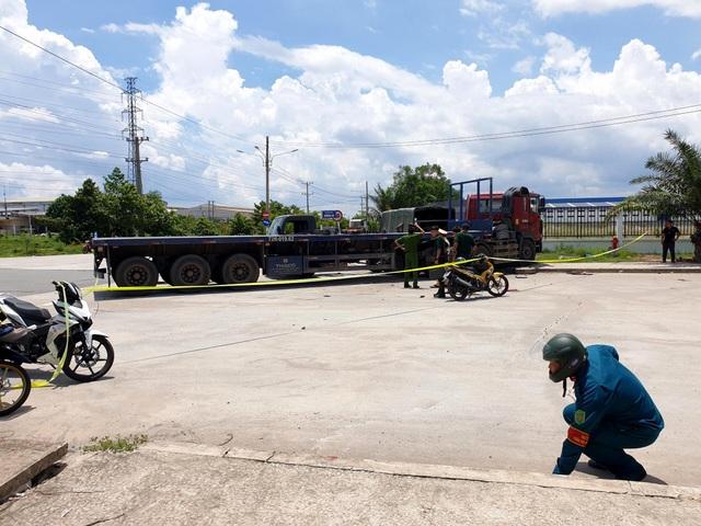 Xe container tông văng thùng xe biển đỏ, 1 người chết, 6 người bị thương - 1