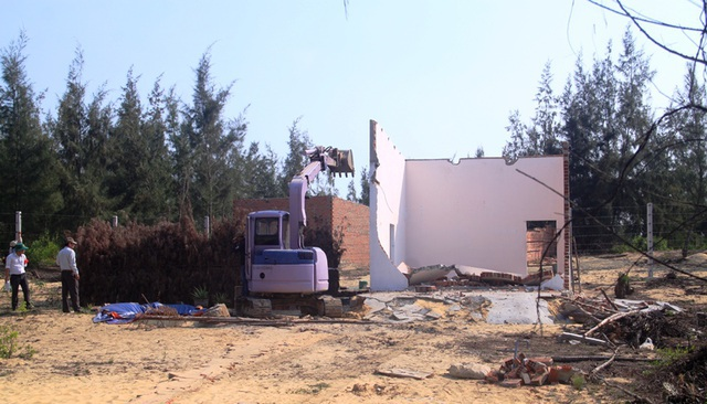 Quyết cưỡng chế các trường hợp lấn chiếm đất đai ở khu kinh tế Nhơn Hội - 2