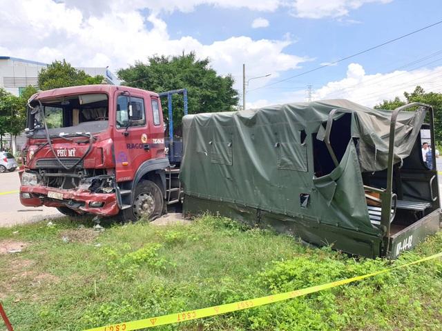 Xe container tông văng thùng xe biển đỏ, 1 người chết, 6 người bị thương - 2