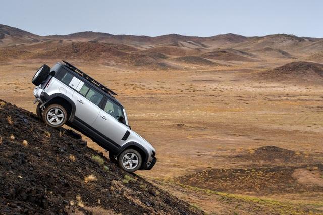 "Land Rover Defender 2020 ""hồi sinh"" sau 23 năm vắng bóng - 7"