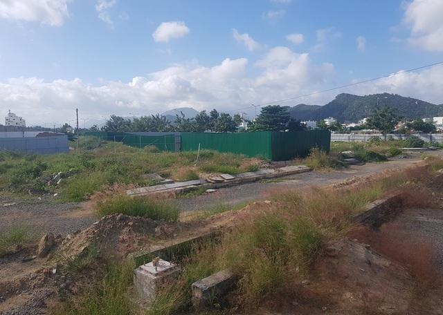"""Chủ tịch Khánh Hòa yêu cầu rà soát toàn bộ dự án """"đất vàng"""" bỏ hoang 10 năm - 4"""