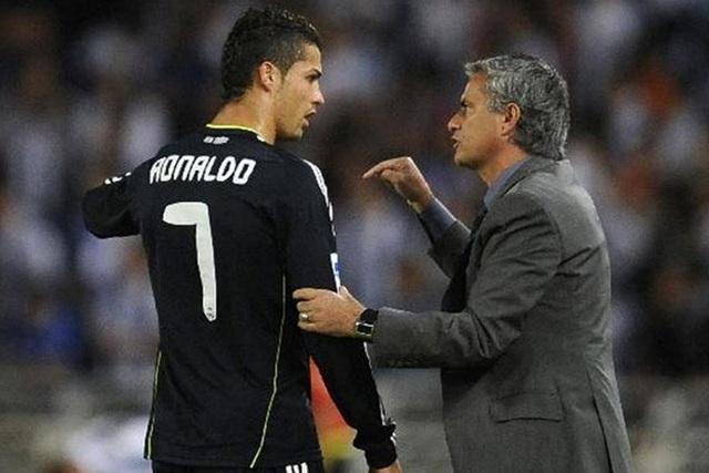 Bị mắng té tát, C.Ronaldo suýt khóc và định tẩn HLV Mourinho - 1