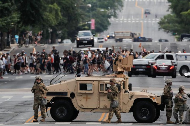 Thủ đô Washington đối phó biểu tình quy mô cực lớn - 2