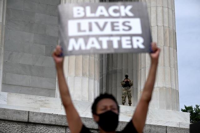 Hàng trăm nghìn người biểu tình khắp nước Mỹ - 4