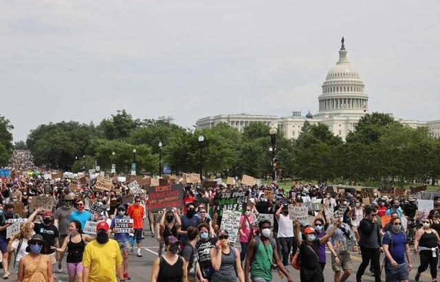 Hàng trăm nghìn người biểu tình khắp nước Mỹ - 6