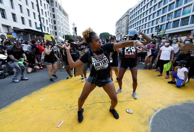 Hàng trăm nghìn người biểu tình khắp nước Mỹ - 5