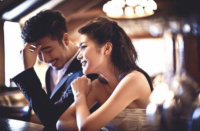 Đàn ông thường đặt tay ở một nơi rất hiểm khi muốn thu hút một cô gái - 2