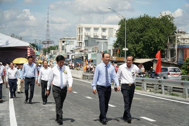 Thông xe cầu Tân An trên Quốc lộ 1 - 4