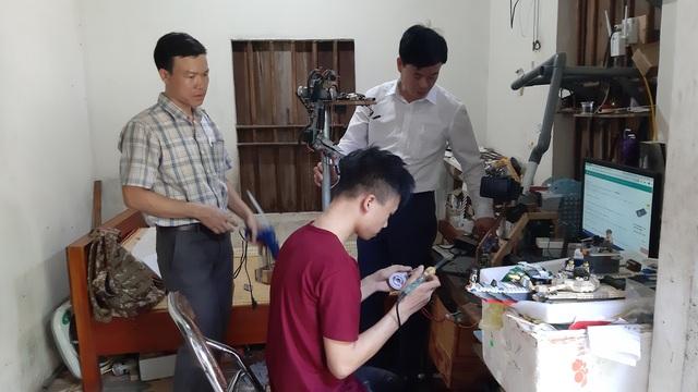 Nam sinh miền núi đam mê chế tạo cánh tay Robot cho người khuyết tật - 2