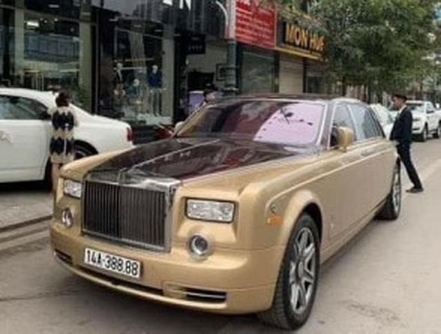 Siêu xe Rolls-Royce Phantom biển tứ quý bốc cháy ngùn ngụt trong đêm - 3
