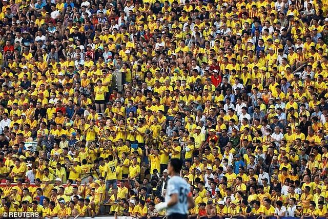 Báo chí Anh choáng ngợp và nể phục bóng đá Việt Nam - 1