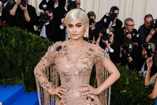 """""""Tỷ phú hụt"""" Kylie Jenner: Ngoại lệ hiếm hoi được cộng đồng mạng """"đặc cách"""" - 3"""