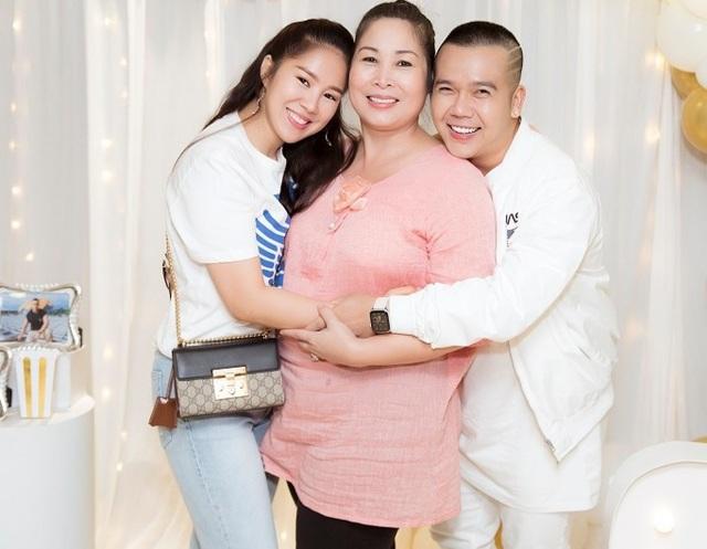 Nghệ sĩ Hồng Vân, Lê Phương và Thanh Trúc vui vẻ khi hội ngộ - 2