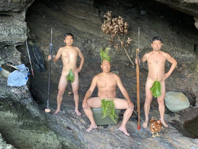 Ba người đàn ông bỏ nhà bỏ cửa ra đảo hoang làm Robinson - 1