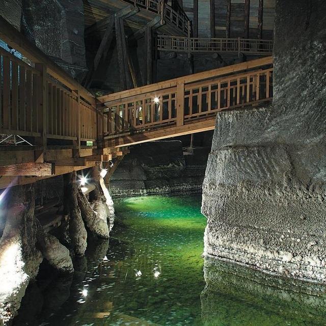 Bên trong mỏ muối này là nơi xa hoa khiến ai cũng trầm trồ - 2