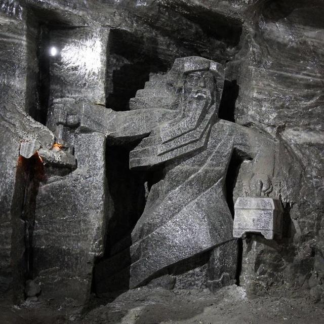 Bên trong mỏ muối này là nơi xa hoa khiến ai cũng trầm trồ - 6
