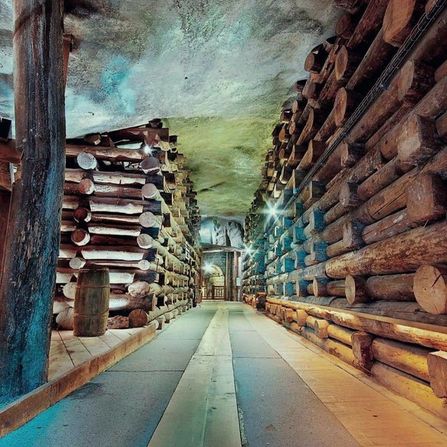 Bên trong mỏ muối này là nơi xa hoa khiến ai cũng trầm trồ - 7
