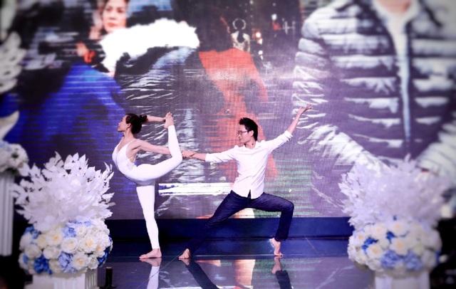 Cặp đôi Yoga Hải Phòng trình diễn điệu nghệ trên con đường hoa phượng vĩ - 7