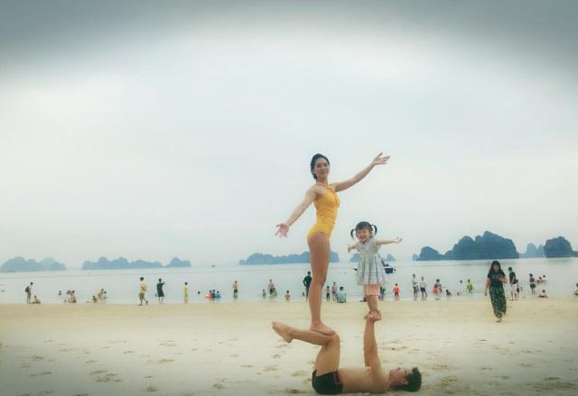 Cặp đôi Yoga Hải Phòng trình diễn điệu nghệ trên con đường hoa phượng vĩ - 8