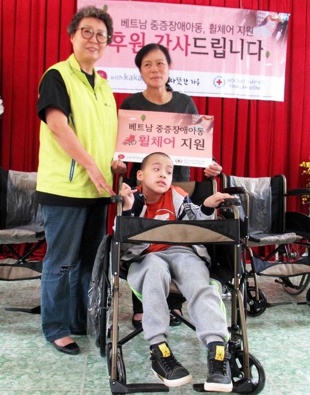 Cô Choi 9 năm nói chuyện với trẻ câm điếc - 1