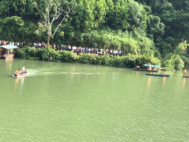 7 thanh niên bị lật thuyền khi đi chơi thác, 3 người tử vong - 1