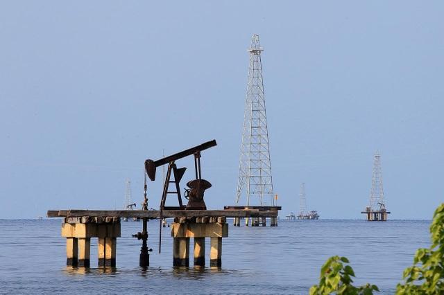 Mỹ sẽ đưa hàng chục tàu chở dầu giao dịch với Venezuela vào danh sách đen - 1