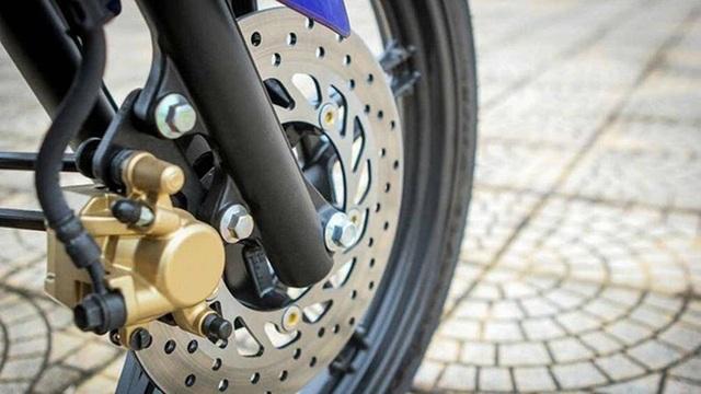 Tại sao trên phanh đĩa xe máy có nhiều lỗ nhỏ? - 2