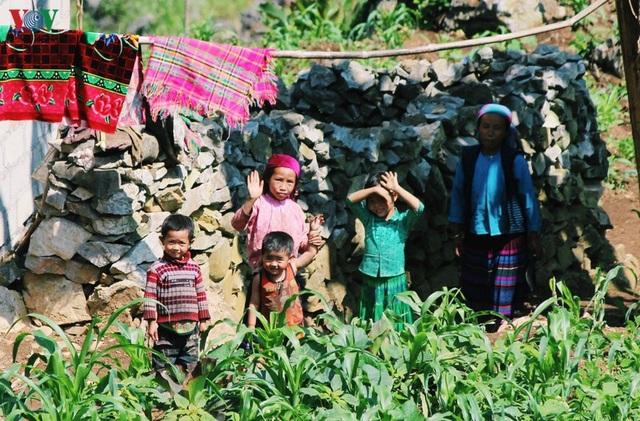 Người dân tộc thân thiện, mến khách nơi cao nguyên đá Hà Giang - 7