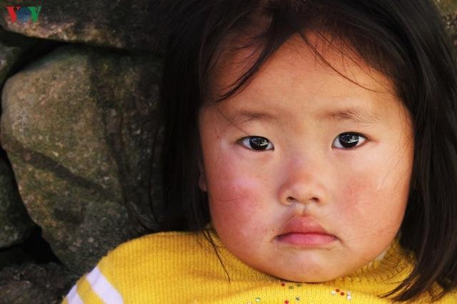 Người dân tộc thân thiện, mến khách nơi cao nguyên đá Hà Giang - 9