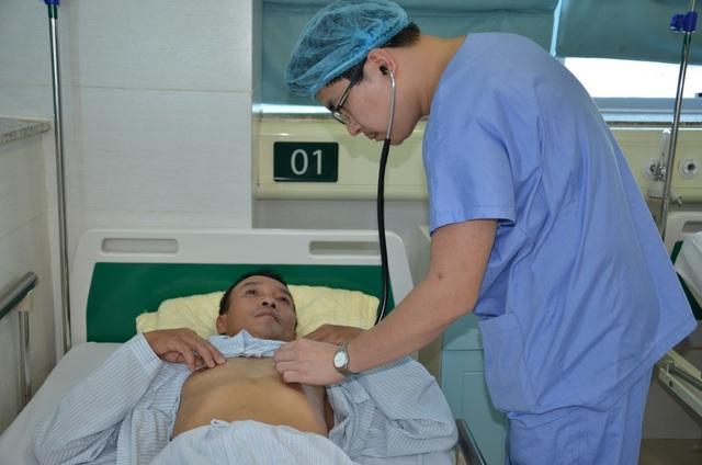 Bác sĩ bệnh viện Bạch Mai kêu gọi giúp đỡ người đàn ông đang nguy kịch - 3