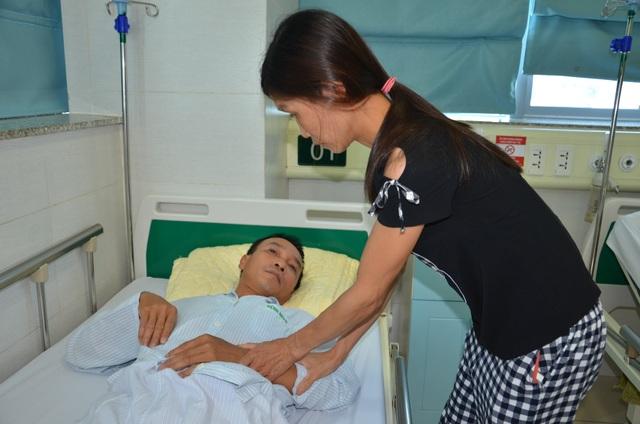 Bác sĩ bệnh viện Bạch Mai kêu gọi giúp đỡ người đàn ông đang nguy kịch - 4