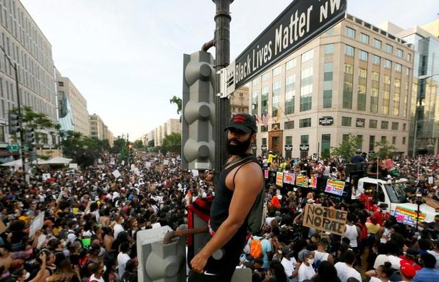 Vì sao biểu tình tại Mỹ trở nên dữ dội? - 1
