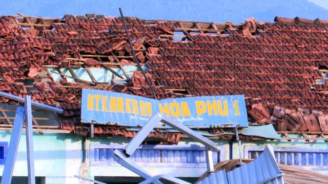 Lốc xoáy làm 80 ngôi nhà tốc mái, hàng chục ngàn hộ dân mất điện - 3