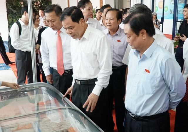 Bộ trưởng Nông nghiệp muốn người dân tích cực ăn cá tra - 1